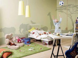 Нанесение рисунка на стену в детской комнате