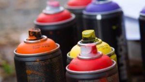 Купить краску в аэрозольных баллончиках вы можете с подходящей насадкой