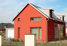 Как выбрать фасадную краску по цене и типу покрытия